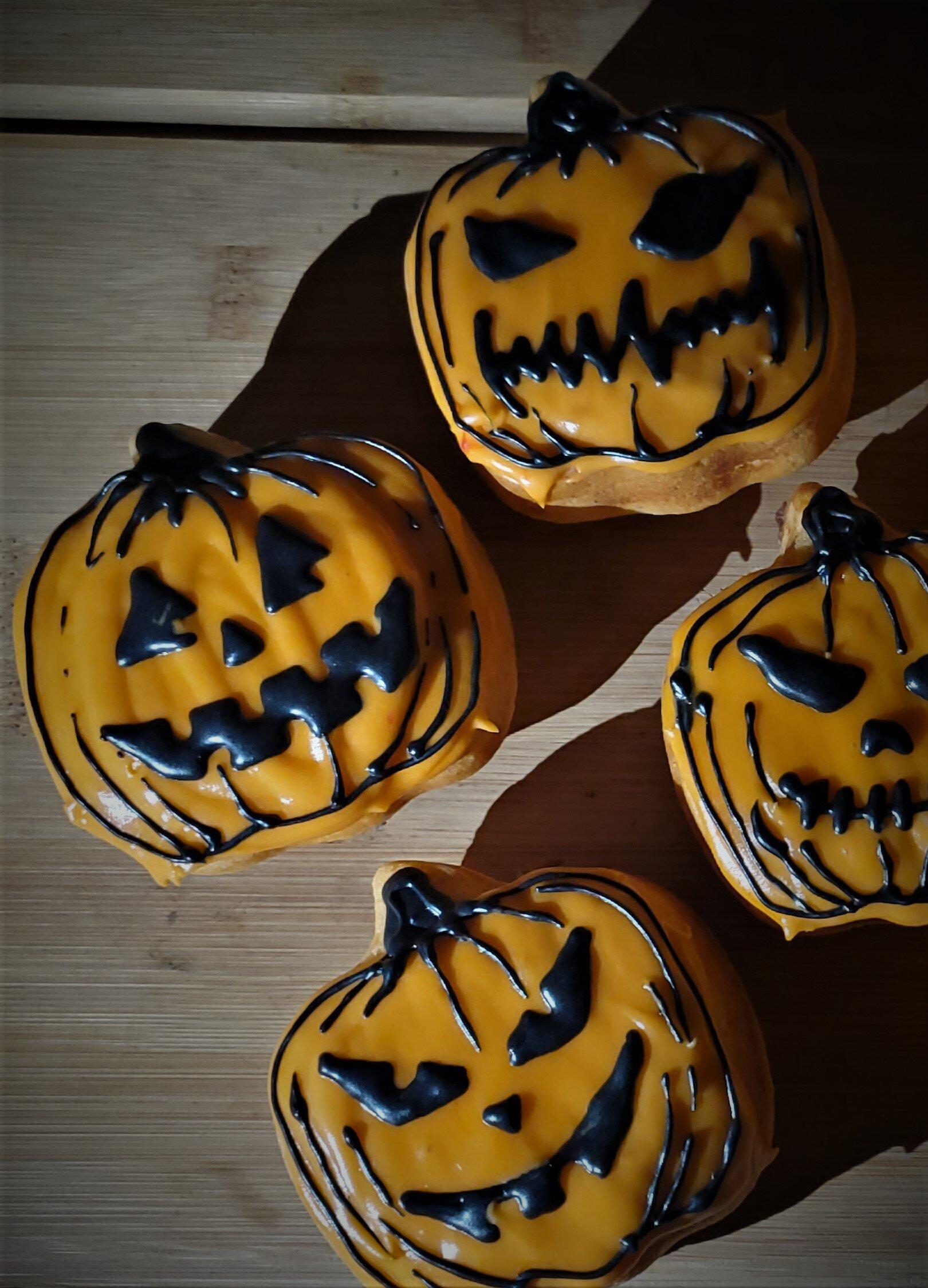 Jack-o-lantern Sweetrolls